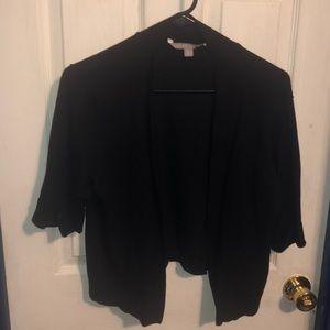 Short sleeves cardigan. In a rich black.